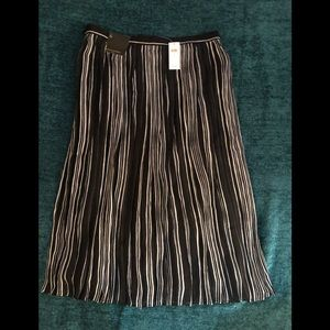 Gorgeous black white pleated skirt 6